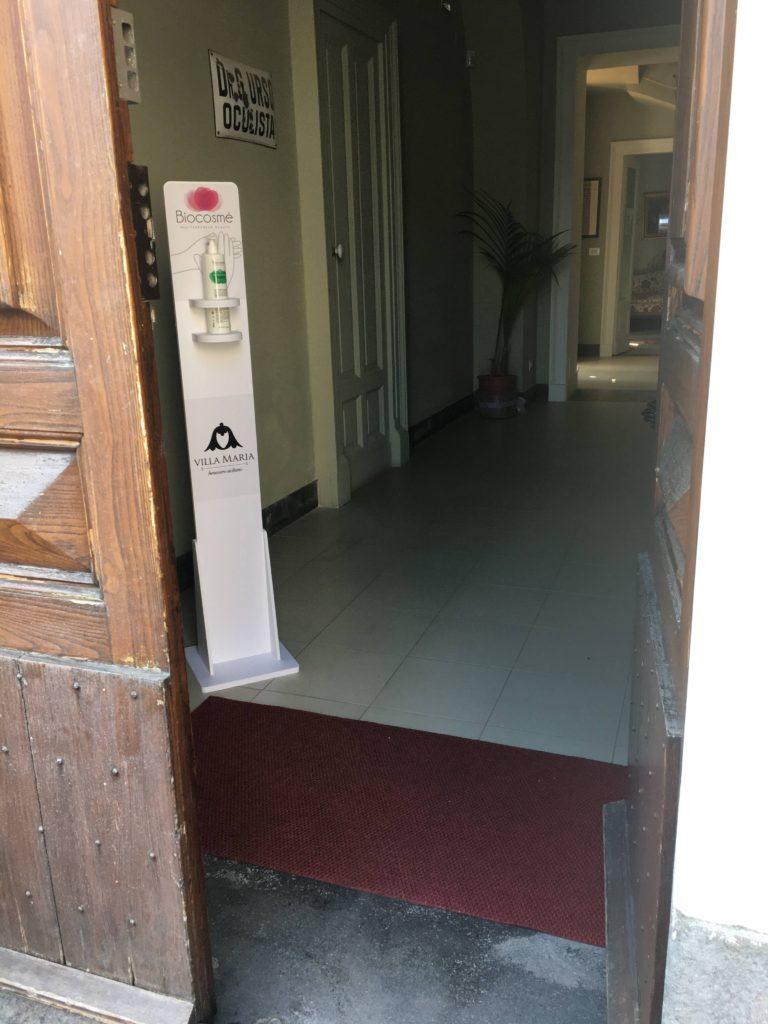 B&B Villa Maria sanificazione all'ingresso(3)