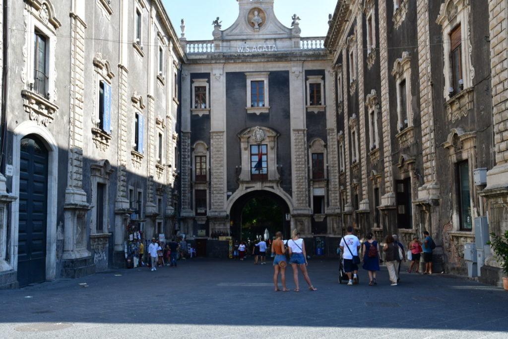 Porta- Uzeda